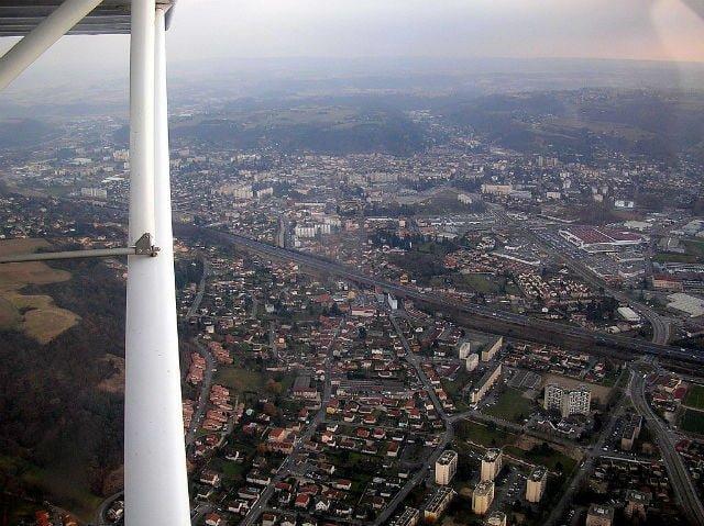 Vue aérienne de Bourgouin-Jallieu , ville du Troquet numérique (wikipedia)