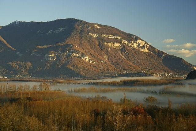 Marais de Lavours et Grand Colombier [photo Wikipédia]