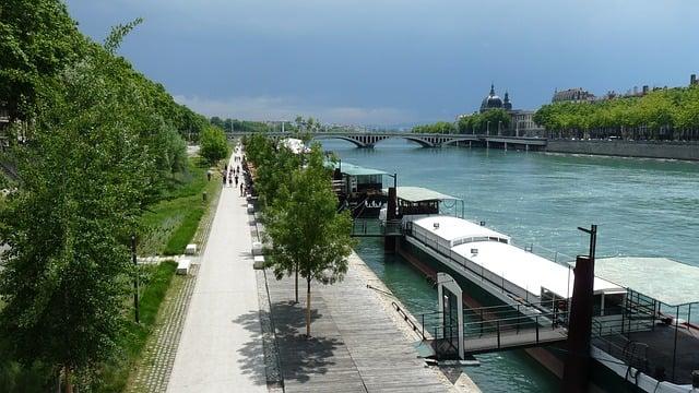 Quai de Lyon, fleuve Rhône [photo Pixabay]