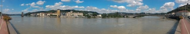 Panorama sur le fleuve Rhône et Saint-Colombe depuis Vienne