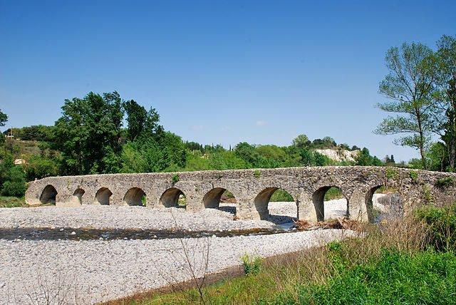 pont romain à Viviers en Ardèche [photo wikipédia]