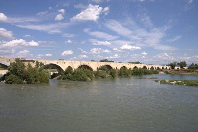 Pont médiéval sur le Rhône