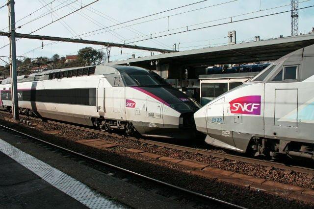 trains TGV et intercités en vallée du Rhône