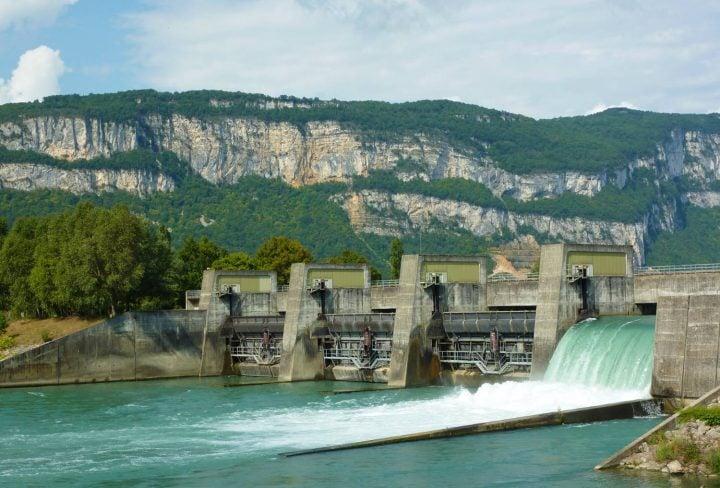 Barrage sur le fleuve Rhône